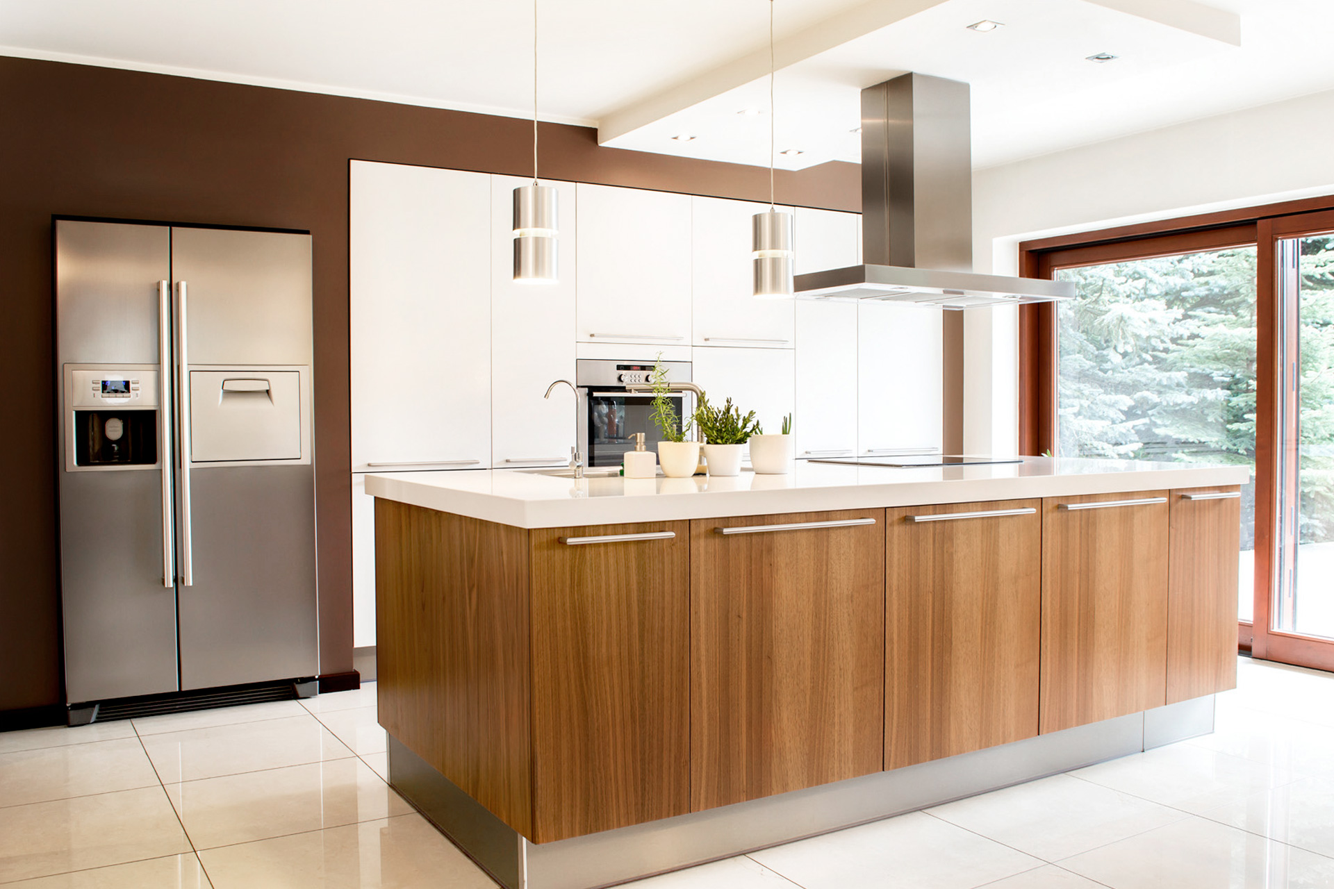 Encimeras de cocina de granito amazing una cocina moderna estrecha y muy pequea con encimera de - Encimera de cocina precios ...